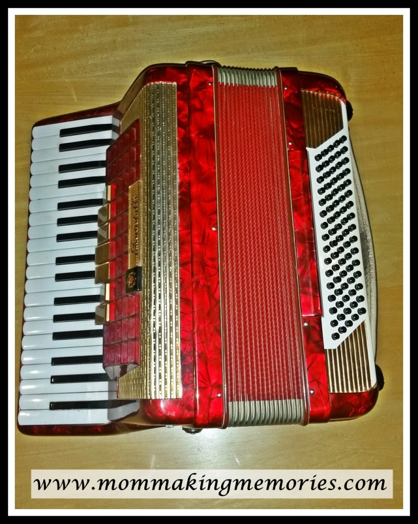 accordion, thinking back mother's parent
