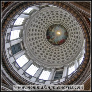 Foucault pendulum in Pantheon in Paris. www.mommakingmemories.com