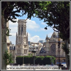 Beautiful buildings in Paris. www.mommakingmemories.com