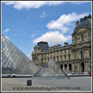 Louvre in Paris. www.mommakingmemories.com