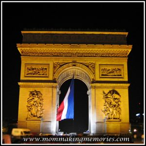 Arc de Triomphe at night. www.mommakingmemories.com